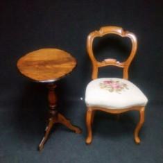 Superb set alcatuit din masuta si scaun cu tapiserie goblen