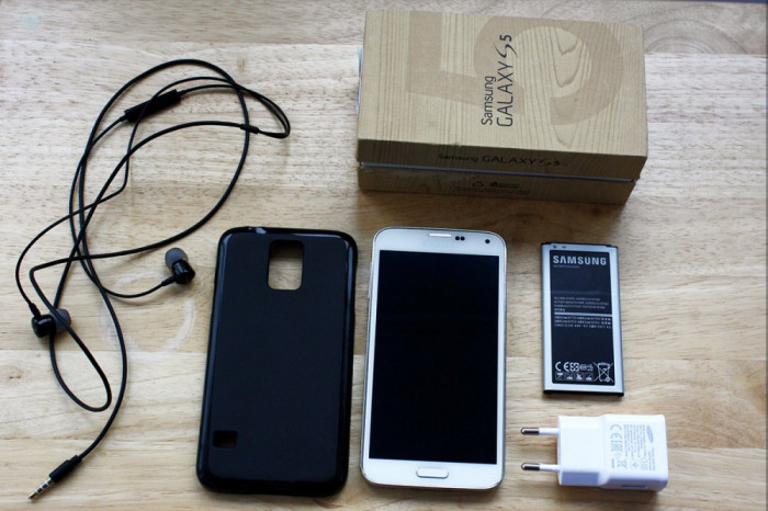 Samsung Galaxy S5 16GB SM-G900F + Baterie extra + Android 7.1 foto mare