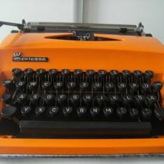 Masina de scris mecanica Triumph Contessa, veche, stare buna, de colectie/decor.