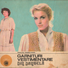 (C7240) GARNITURI VESTIMENTARE DIN DANTELA - VASILICA ZIDARU-POPA - Carte design vestimentar