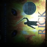 Magnus Chase and the sword of summer de Rick Riordan, Alta editura