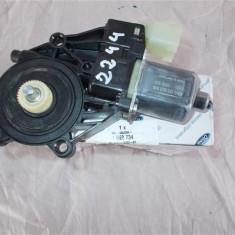 Motoras macara dreapta fata Ford Fiesta an 2014 cod 8A6114553B