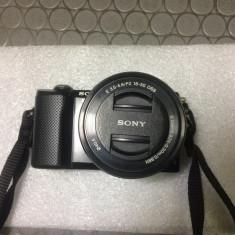 Vand/Schimb Sony a5000 + Sony 16-50mm f3.5 + Sigma Art 60mm f2.8 - Aparat Foto Mirrorless Sony