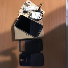 Vand/schimb samsung galaxy s4 16 gb la cutie cu toate accesoriile plus husa flip - Telefon mobil Samsung Galaxy S4, Albastru, Neblocat, Single SIM
