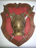 Panoplie franceza,miniaturala,cu armura si doua sabii ,incrucisate