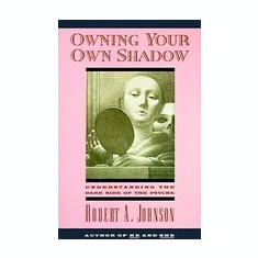 Owning Your Own Shadow: Understanding the Dark Side of the Psyche - Carte in engleza