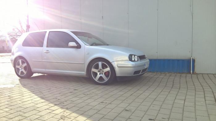 Volkswagen Golf 4 foto mare