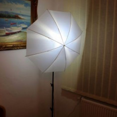 Stativ cu umbrela foto in stare exceptionala - Echipament Foto Studio