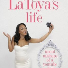 Latoya's Life: Uncut Mishaps of a Youtube Star - Carte in engleza