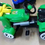 Tractor modern mare cu cupa si pedale