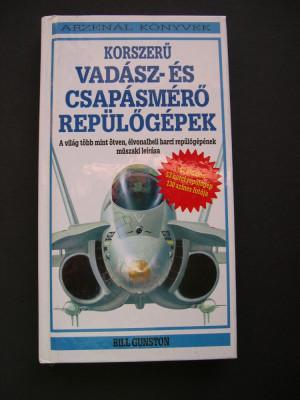 Avioane  moderne  de  vanatoare si de lupta. Prezinta 53 avioane de lupta. foto