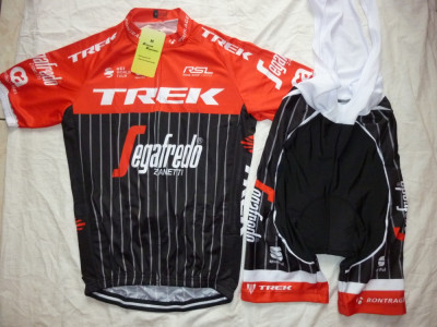 Echipament ciclism Trek Segafredo 2017 set pantaloni si tricou costum Nou foto