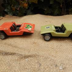 Doua masinute din plastic, de fabricatie romaneasca, din perioada comunista - Jucarie de colectie