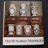 Farmacia (apoteca) veche din Ungaria. Limba engleza. - Carte Istoria artei