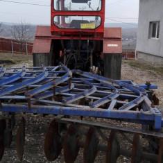 Vand tractor cu utilaje agricole!!