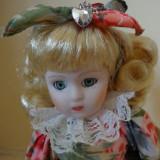 Blonda cu inimioare rosii, papusa de colectie din portelan h-30 cm
