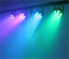 SET 4 PARI LED SMD COLOR RGB,6 LED x 3 WATT+TREPIED INCLUS,ACTIVARE LA SUNET..