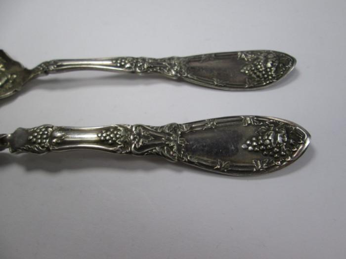 h Set 2 tacamuri vechi placate cu argint, cutit si lingura marcate Rogers 1881