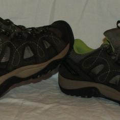 Adidasi KEEN - nr 37.5 - Adidasi barbati, Culoare: Din imagine