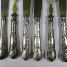 H Set 6 tacamuri vechi cu manere de argint, 2 furculite si 4 cutite cu defecte