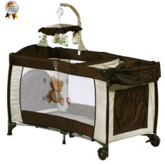 Patut Pliant cu 2 Nivele si Mini-Carusel Sleeper Deluxe Maro - Patut pliant bebelusi BabyGo, 120x60cm