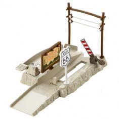 Set Pista Lansator - Ascunzatoarea de pe Autostrada 66 Cars - Masinuta Mattel