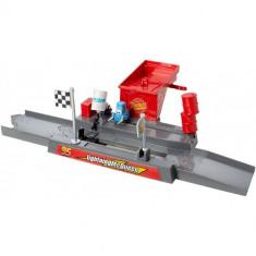 Set Pista Lansator - Cupa Piston Pit Stop Cars - Masinuta Mattel