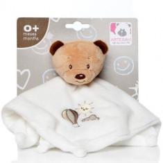 Plus Bebe Ursulet 26 cm cu Paturica si Zornaitoare Crem - Jucarie pentru patut