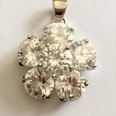 DEOSEBIT PANDANTIV DIN ARGINT CU CRISTALE - Pandantiv argint