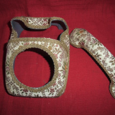 Husa telefon fix din plastic imbracat cu material - Tapiterie Goblen