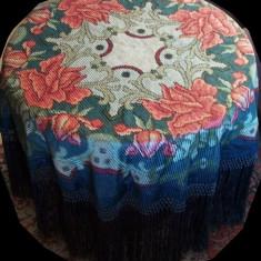 masă veche + faţă de masă mătase