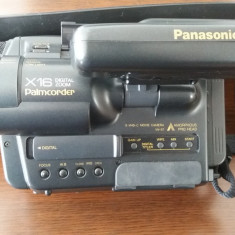 CAMERA VIDEO PANASONIC S -VHS-C MODEL NV-S7, X16 PALMCORDER