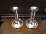 e Pereche sfesnice de metal argintat, placate cu argint