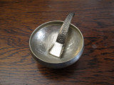 c Solnita cu lingurita de metal