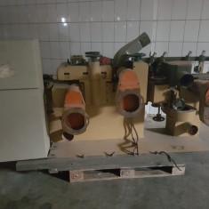 Masina de rindeluit pe patru fete