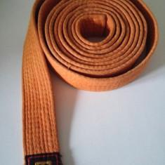 Centura portocalie pentru arte martiale (karate, judo)