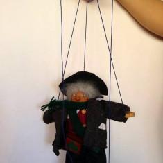 Marioneta de lemn, pe fire/ate, pt teatru de papusi, om, batran, muzicant, 31cm - Papusa
