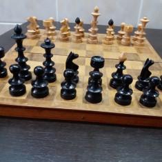 Joc de sah, cutie si piese din lemn - Piese sah