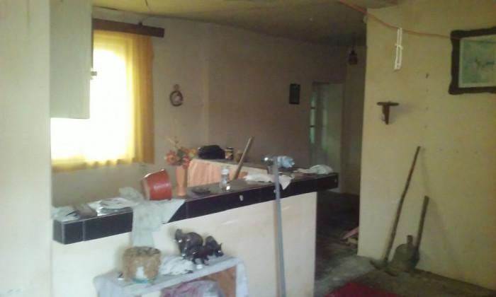 Casaveche strada Amatiului, 13,5 ari teren, 4 camere, contorizata, intre case foto mare