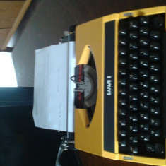 Masina de scris portabila galbena
