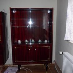Vitrina de la mobila de dormitor Regence