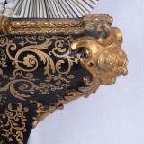 CONSOLA NEAGRA CU DECORATIUNI AURII OAR640