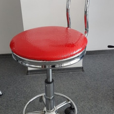 Scaun cu spatar / scaun cosmetica / saloane manichiura/pedichiura