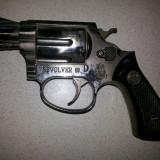 Pistol vechi, revolver, metalic, model colt 45-bricheta, aspect realistic
