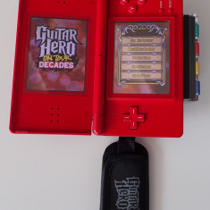 Guitar Hero on tour Decades pachet complet Nintendo DS si adaptor DSi - Jocuri Nintendo DS Activision, Sporturi, Toate varstele, Multiplayer