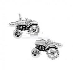Butoni argintii metalici forma tractor + ambalaj cadou, Inox