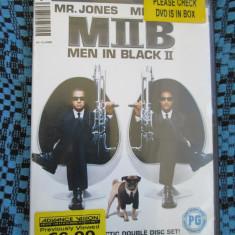 MEN IN BLACK II (2 DVD-uri ORIGINALE - cu WILL SMITH si TOMMY LEE JONES), Engleza