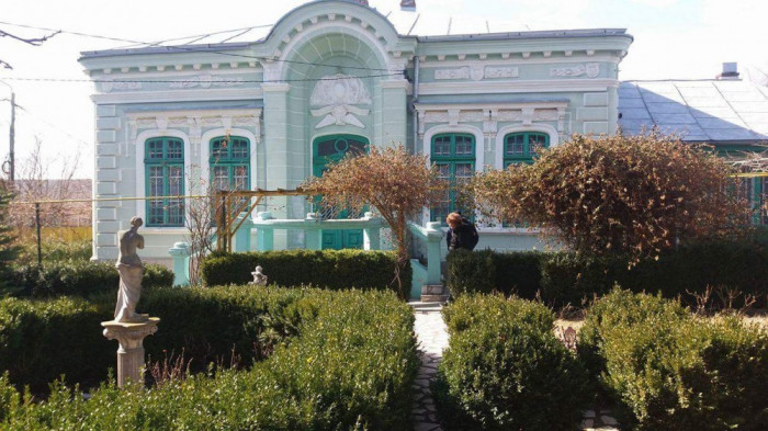 Casa si teren, Str.Tipografiei nr.2, gard in gard cu Gradina Copou foto mare
