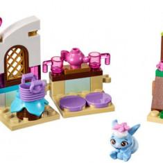 LEGO® Disney Princess Bucataria lui Berry 41143