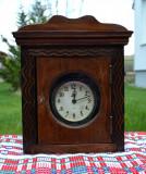 Veche cutie de perete pentru ceas + ceas mecanic de masa functional partial #263